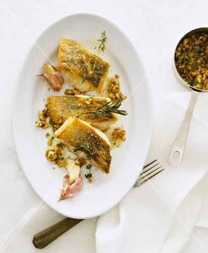 Fried fish fillets with garlic, thyme and rosemary