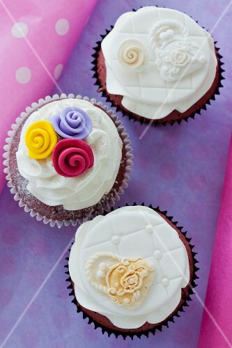 Red Velvet cupcakes with cream cheese frosting for a wedding