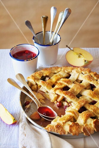 Apple pie with cornel cherry compote