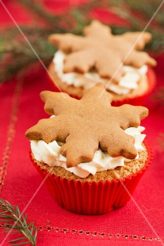 Christmas cupcakes with gingerbread snowflakes