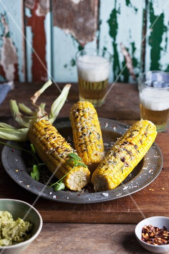 Barbecued corn cobs with parmesan