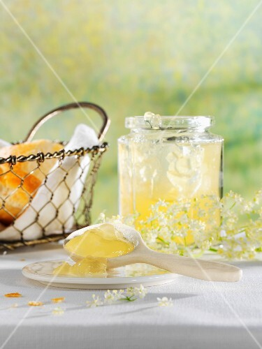 Lemon jelly with elderflowers