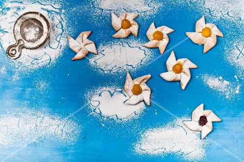 Puff pastry pinwheels with icing sugar