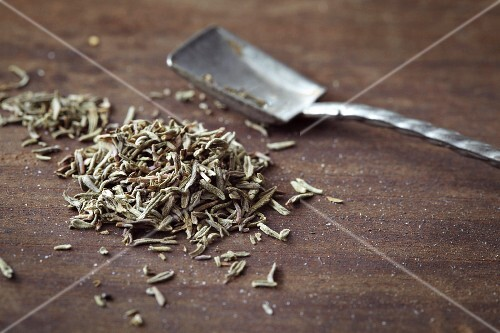 Dried thyme and a metal scoop