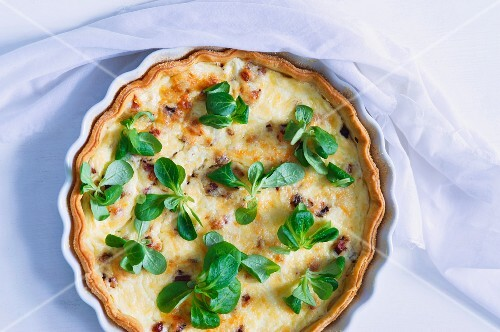 Cheese quiche with lamb's lettuce
