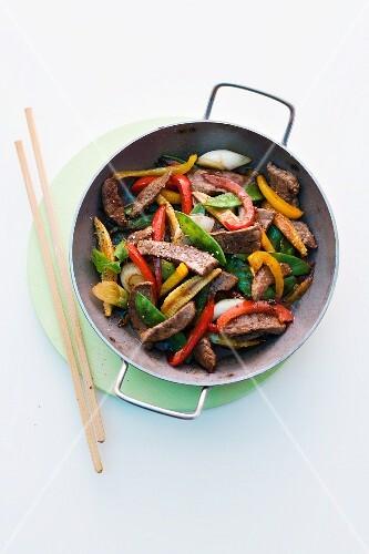 Stir-fried beef fillet with vegetables