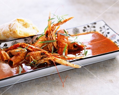 Langoustines in sauce with bread
