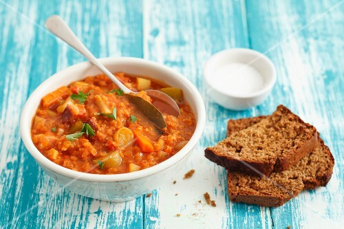 Lentil & tomato stew with pancetta and bread