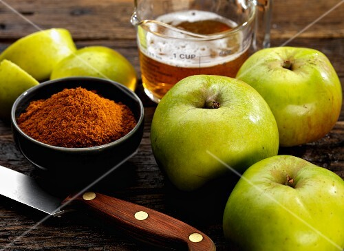 Ingredients for apple chutney with ale and curry