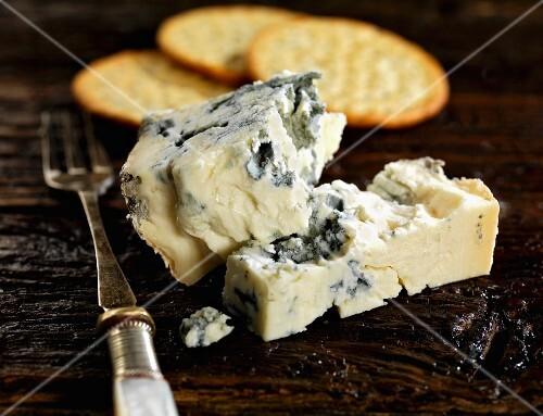 Gorgonzola and crackers