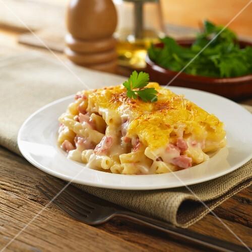 Macaroni cheese with ham