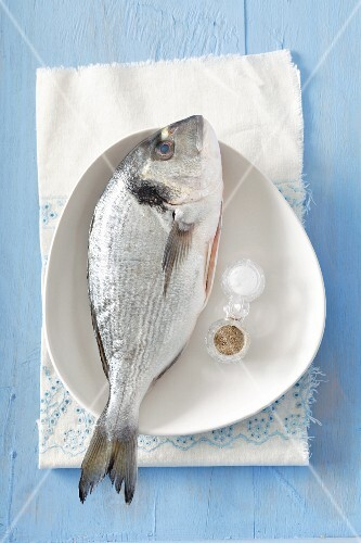 Fresh gilt-head bream with salt and pepper