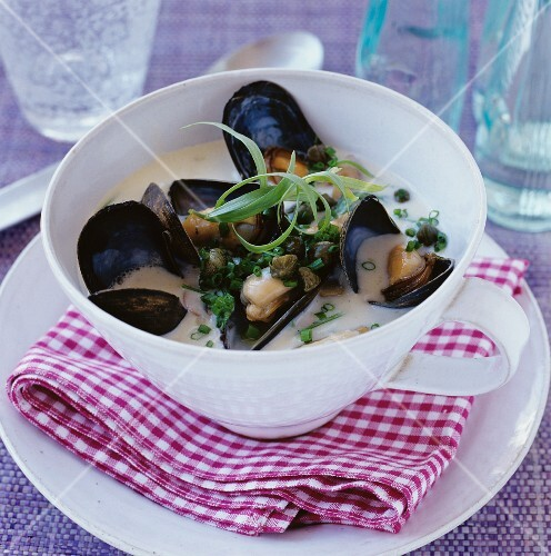 Mussel soup with chopped chives
