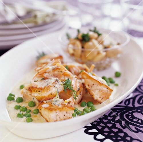 Salmon fillet with dill sauce and peas