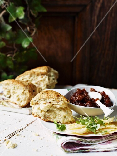 Savoury scones with spicy chutney and cheddar cheese