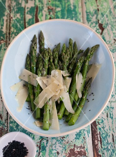 Grilled green asparagus with parmesan shavings