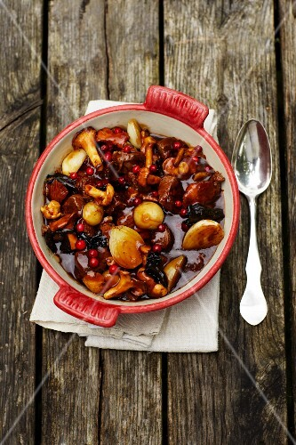 Mushroom ragout with onions and cranberries