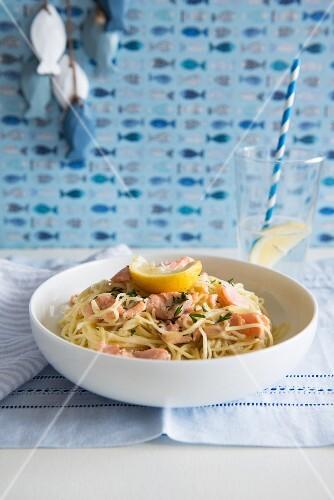 Spaghetti with salmon and lemon