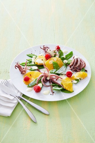 Mange tout salad with oranges and seafood