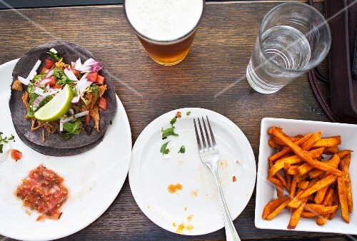 Tacos with jackfruit, lettuce, radishes, coriander and lime, served with sweet potato chips and beer