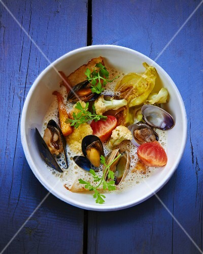 Vegetable soup with mussels