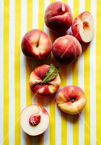 Fresh peaches, whole and halved
