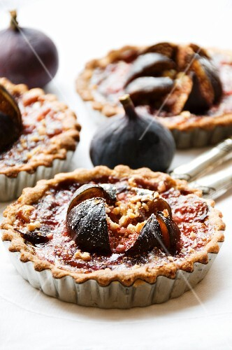 Fig tartlets and fresh figs