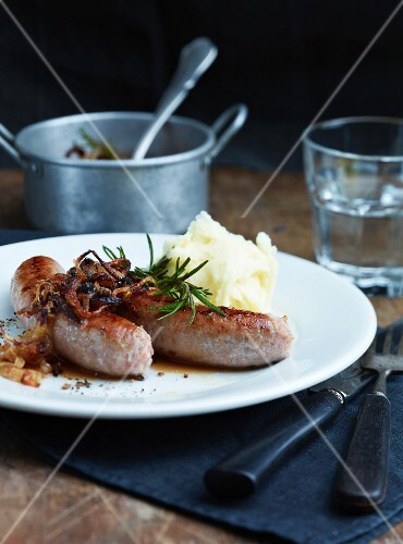 Sausages with onions, rosemary and mashed potato