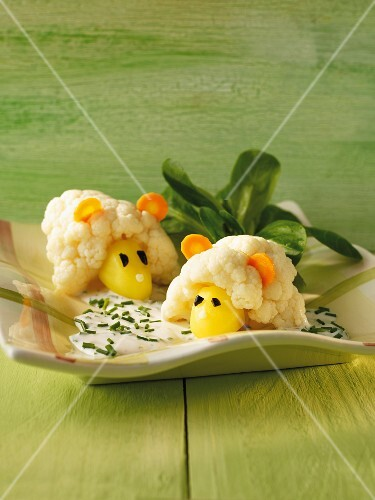Cauliflower sheep with chive sauce