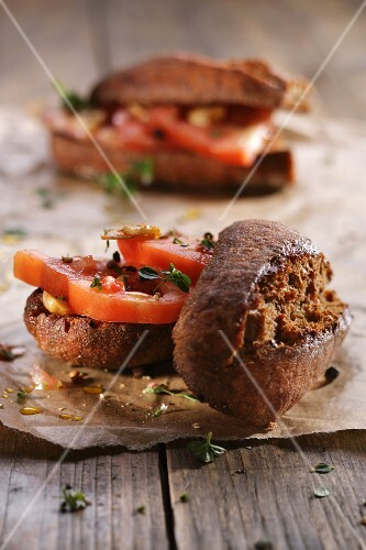 Bread rolls with tomatoes and thyme