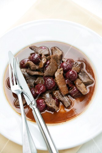 Chopped venison with cranberry sauce