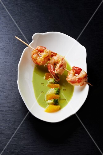 Broccoli soup with oranges and a skewer of prawns