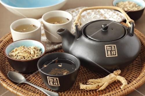 Ginseng tea and ginseng roots