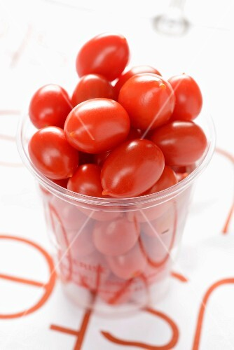 Lots of cherry tomatoes in a glass