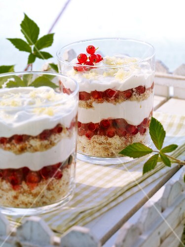 Redcurrant trifle