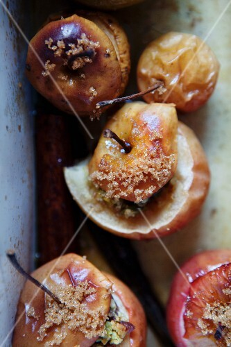 Baked apples with cranberries and pistachios