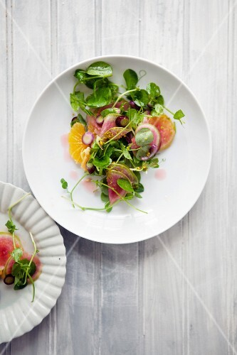 Watercress salad with oranges and radish