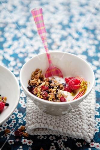 Yogurt muesli with fresh fruit