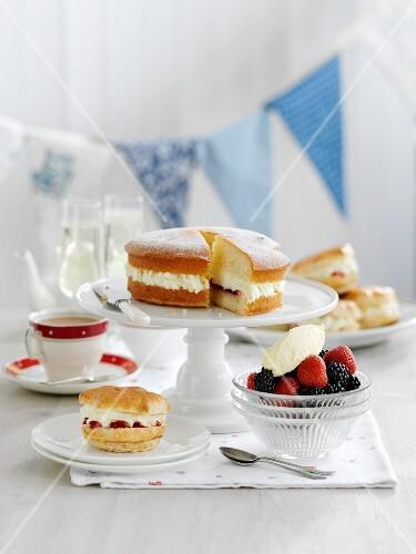 Strawberry scones, fresh berries and Victoria Sponge cake (England)