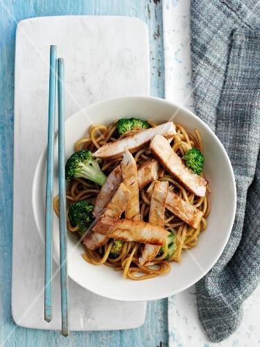 Noodles with teriyaki pork and broccoli (Japan)