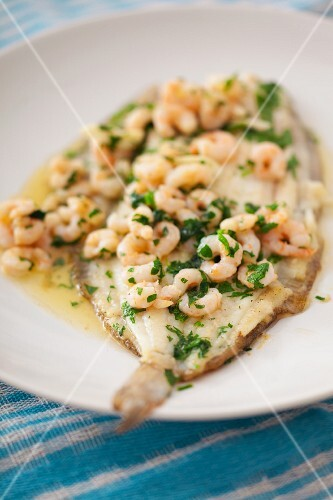Fried plaice with prawns, parsley and butter