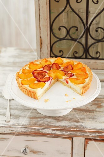 Cheesecake topped with plums