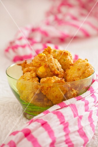 Deep-fried corn fritters (India)