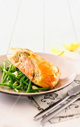 Salmon pasty with green beans