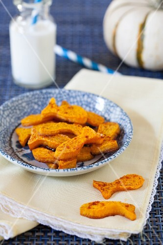 Baked Goldfish Pumpkin Chips with Milk