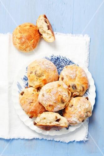 Yeast-raised rolls with herring
