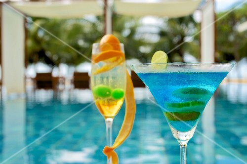 Cocktails by the pool at the Jetwing Blue (Negombo, Sri Lanka)