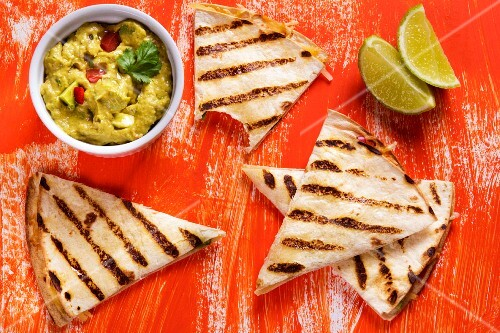 Grilled tortillas with guacamole