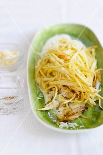 Parsnip spaghetti with a creamy sauce