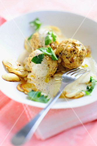 Tofu balls with almond sauce